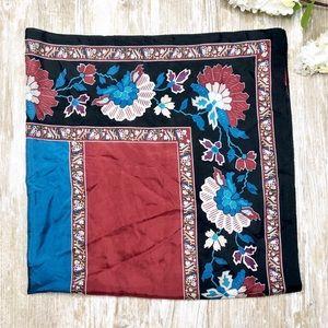 {Oscar De La Renta} Silk Patterned Scarf Floral